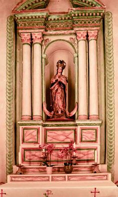 A side altar at Mission San Luis Rey, devoted to the Blessed Virgin Mary. (c) Richard Bauman