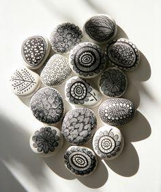 Stenen kun je overal vinden en je kunt er meer mee doen dan denkt! Je kunt ze gebruiken ter decoratie voor binnen en buiten, of als sierraad