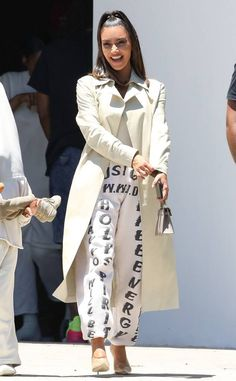 Kim Kardashian from The Big Picture: Today's Hot Photos The reality star was all smiles as she took North to Kanye West's Sunday church service. Kim Kardashian, Kardashian Fashion, Look Fashion, Fashion Outfits, Fall Fashion, Kanye West Outfits, Yeezy Outfit, Autumn Winter Fashion, Winter Style