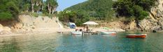 The official website of Paleokastritsa Hotel Zefiros. One of the family operated corfu hotels right on the beach of Agios Spyridon in Paleokastrisa. Corfu Hotels, Triple Room, Corfu Island, Parasailing, Cool Rooms, Great View, Virtual Tour, Where To Go, Perfect Place