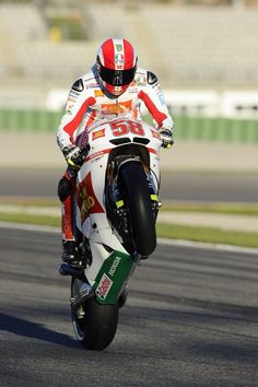 Marco Simoncelli, we miss you. Old Race Cars, Vr46, Racing Motorcycles, Valentino Rossi, Ducati, Motorbikes, Honda, Scooter, Devil