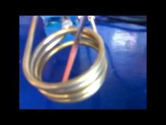 How to make a simple induction heater. This project is really simple, and surprisingly effective at heating metals using high frequency magnetic fields. Induction Forge, Induction Heating, Simple Diy, Easy Diy, Nimh Battery Charger, Magnetic Field, Diy Electronics, Arduino, Circuit