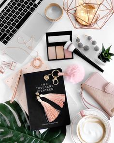 Flatlay Styling Inspiration via Instragram Estilo Blogger, Blogger Tips, Flat Lay Inspiration, Planners, Flat Lay Photography, Flatlay Styling, Photo Instagram, Pink Aesthetic, Belle Photo