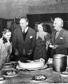 """Judy Garland, director Victor Fleming, Myrna Loy and Frank Morgan on the set of """"The Wizard of Oz"""" celebrating Fleming´s birthday"""