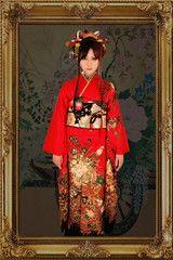 振袖の王道スタイル!!艶やかな赤地にゴールド&ブラックが際立つ一品です(^^)