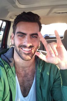 """There will be no #ANTM tonight until next week Fret not, here's a selfie of me signing ILY! Send/IG me the same!""(via Nyle DiMarco on Twitter)"