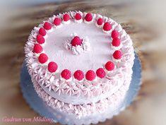Wickeltorte mit Himbeer Fülle und Knusperboden - Gudrun von Mödling Fondant, Gudrun, Cookies And Cream, Raspberry, Fruit, Desserts, Cakes, Food, Raspberries