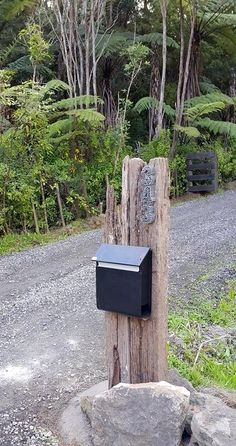 letterbox, recycled timber and nails uploaded from Mallee Designs letterbox, recycled timber and nai Garden Entrance, Entrance Ideas, Railway Sleepers Garden, Exterior House Colors, Diy Garden Decor, House Front, Garden Styles, Letter Boxes, Beautiful Gardens