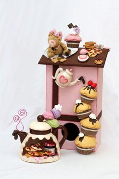.https://www.facebook.com/pages/Chrissies-Cakeland/248179158590357?ref=hl