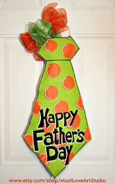 Fathers Day Necktie Burlap Door Hanger Decoration HUGE 2 ft - Personalized This design is PERFECT for Fathers Day! This huge lime green Burlap Projects, Burlap Crafts, Wood Crafts, Wood Projects, Fathers Day Crafts, Happy Fathers Day, Diy Father's Day Gifts Easy, Painting Burlap, Cool Ideas