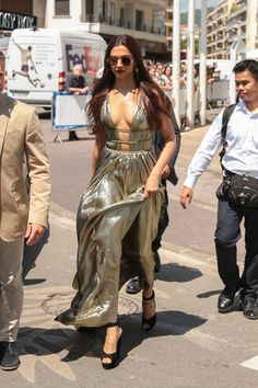 Deepika Padukone Sexy Tits 71st annual Cannes Film Festival