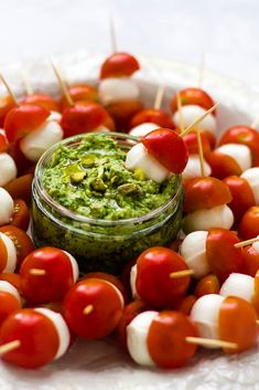 These cherry tomato bocconcini skewers pair perfectly with a creamy, herby avocado pistachio dip. A fun and simple bocconcini caprese appetizer. Caprese Appetizer, Tomato Caprese, Caprese Skewers, One Pot Vegetarian, Vegetarian Appetizers, Vegetarian Recipes, Vegetarian Finger Food, Vegetarian Grilling, Healthy Grilling