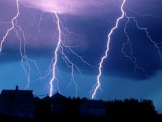 Lightning at Night, Walton, Nebraska Photograph by Joel Sartore, National Geographic Lightning Drawing, Lightning Sky, Thunder And Lightning, Lightning Strikes, Lightning Mcqueen, Fractions, National Geographic Fotos, Lightning Photography, Nature Photography