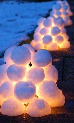 Snowball Lanterns   20+ Awesome DIY Christmas Outdoor Decorations