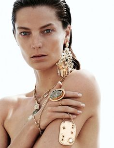 Daria Werbowy in Vogue Paris June/July 2015 by David Sims Daria Werbowy, Bold Jewelry, Jewelry Design, Unique Jewelry, Bohemian Jewelry, Pearl Jewelry, Jewelry Accessories, Wet Look, Jewelry Editorial