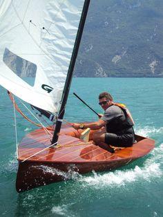 DSC06794   Championnat d'Europe à Riva en Italie 2012   nicolaspatrick5144   Flickr Sailing Dinghy, Sailing Ships, Catamaran, Yacht Design, Boat Design, Utility Boat, Wooden Sailboat, Yacht Week, Small Sailboats