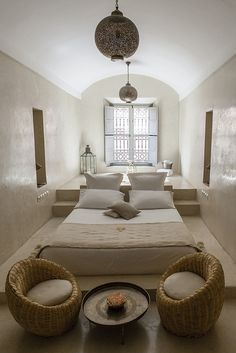 Moroccan bedroom design is an exotic design that will inspire African-themed look in your home. Explore ideas and tips on how to achieve this look. Moroccan Bedroom, Moroccan Interiors, Ethnic Bedroom, Modern Moroccan Decor, Indian Bedroom, Moroccan Furniture, Grey Furniture, Moroccan Tiles, Furniture Decor