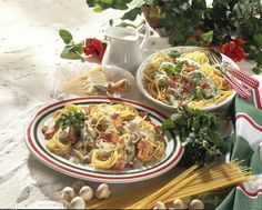 Unser beliebtes Rezept für Spaghetti mit Gorgonzola-Pilz-Soße und mehr als 55.000 weitere kostenlose Rezepte auf LECKER.de.