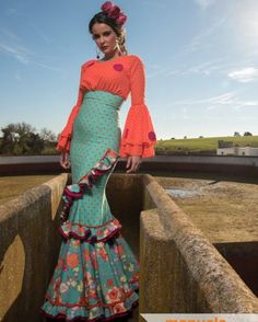 Spanish style – Mediterranean Home Decor Flamenco Costume, Flamenco Dresses, Sleeves Designs For Dresses, Mode Boho, Spanish Style, Classy Women, Dance Outfits, African Dress, Colorful Fashion