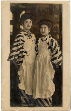 Two Japanese women in pinafores and striped kimono Era Taisho, Taisho Period, Japanese Beauty, Japanese Fashion, Vintage Photographs, Vintage Photos, Japan Photo, Edwardian Era, Vintage Japanese