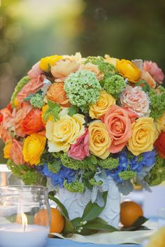 Heavenly Blooms: Orchard Wedding - Citrus Wedding Colors LOVE the colors. Beautiful Flower Arrangements, Floral Arrangements, Deco Floral, Floral Design, Amazing Flowers, Beautiful Flowers, Bouquet En Cascade, Wedding Centerpieces, Wedding Decorations