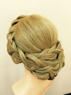 EK bridal makeup & hairstyling course