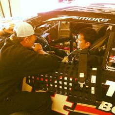 Pre-practice strategy session between crew chief Steve Addington and #TonyStewart. #NASCAR