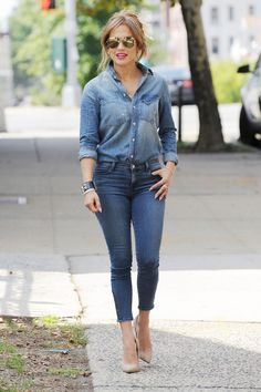 jennifer-lopez-booty-in-jeans-filming-in-the-bronx-september-2014_8.jpg (1280×1920)