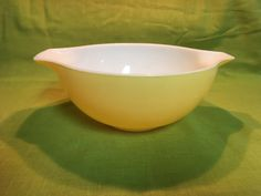 This Cinderella Nesting Bowl is a very popular vintage item. It is made by Pyrex and is in good, vintage condition. Childrens Cup, Pyrex Set, Nesting Bowls, Vintage Pyrex, Cinderella, Vintage Items, Tableware, Etsy, Dinnerware