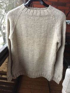 Täydellisen villapaidan metsästys Knitting Charts, Knitting Patterns, Wool Sweaters, Knitting Projects, Woven Fabric, Diy Clothes, Knitwear, Knit Crochet, Winter Fashion