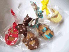 Baby Shower Cupcakes with FREE printable cupcake pinwheels!