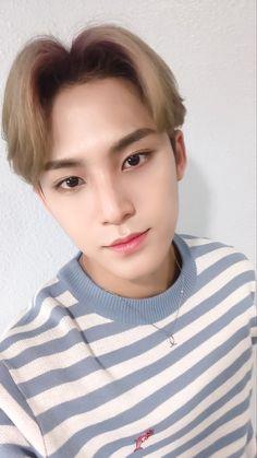 Listen to every Seventeen track @ Iomoio Mingyu Seventeen, Seventeen Debut, Hoshi, Jeonghan, Vernon, Hip Hop, Kim Min Gyu, Choi Hansol, Pledis 17
