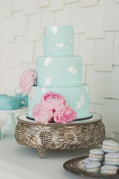 Bright baby blue wedding cake: http://www.stylemepretty.com/2014/06/25/summer-wedding-inspiration-with-pewter-accents/ | Photography: Spindle - http://spindlephotography.com/