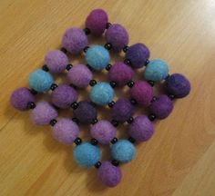 Pannunalunen hahtuvahuovasta ja helmistä Felt Crafts, Diy And Crafts, Crafts For Kids, Felt Ball, Wet Felting, Handicraft, Crochet Necklace, Glitter, Diy Ideas