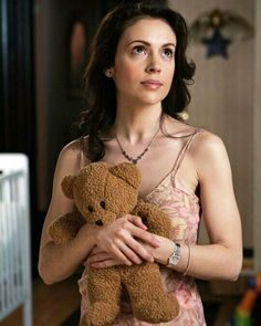 Alyssa Milano as Phoebe on 'Charmed' Phoebe Charmed, Serie Charmed, Charmed Tv Show, Alyssa Milano Charmed, Alyssa Milano Hot, Holly Marie Combs, Rose Mcgowan, Celebrity Outfits, Celebrity Style