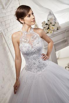 Swarovski kristályokkal díszített, különleges csipke nyakbamenő egyedi menyasszonyi ruha Wedding Dresses, Fashion, Bride Dresses, Moda, Bridal Gowns, Fashion Styles, Weeding Dresses, Wedding Dressses, Bridal Dresses