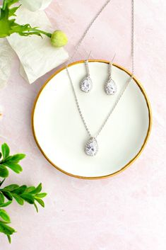Our teardrop wedding jewelry set comes in gold, rose gold and silver. Find more great wedding accessories at Wink of Pink Shop!