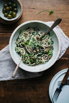 Green Soba Bowl w/ Olive & Sesame Yogurt Sauce | dolly and oatmeal #glutenfree #vegan
