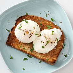 Everyone has an opinion on how to cook an egg. Here's the right way to prepare eggs over easy, scrambled, poached and more! Types Of Eggs Cooking, Over Easy Eggs, How To Make Eggs, Omelet, Poached Eggs, Learn To Cook, Dinner Recipes, Breakfast Ideas, Protein