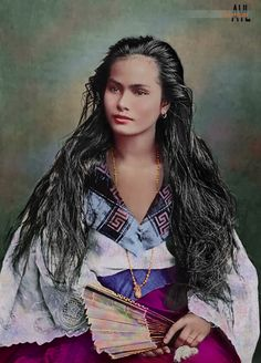 "A vintage portrait of a Filipina mestiza, colorized from a photo titled ""Mujer de la clase rica"" translated as ""A woman of the wealthy cla. Philippine Art, Philippine Women, Philippine Fashion, Philippines People, Philippines Culture, Filipino Art, Filipino Culture, Cultura Filipina, Barot Saya"