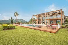 Villa Victoria in Pollensa, Mallorca sleeps 10. It  has a private pool,  air conditioning, Wi-Fi, 5 bedrooms and 6 bathrooms