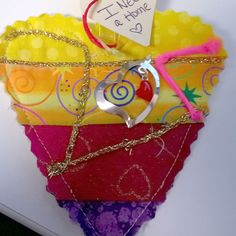 I found this beautiful heart on my lunch break today close to the Fashionsquare Mall in Scottsdale, Arizona. I am a quilter myself and can't believe my luck to have come across this awesome idea. Thank you very much, it totally made my day! #ifaqh #ifoundaquiltedheart