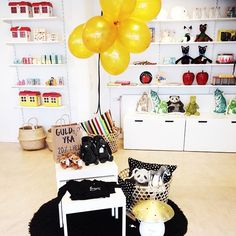 Little for Mini, Children's Clothing & Decor, Karlsborg, Sweden  www.littleformini.se Shop interior, visual merchandising.