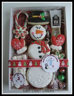 'Build your own Snowman' cookies .cute idea for Christmas party for kids! Snowman Cookies, Christmas Sugar Cookies, Christmas Sweets, Noel Christmas, Christmas Goodies, Holiday Cookies, Christmas Baking, Christmas Cookies Packaging, Cookie Packaging