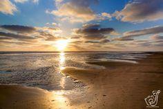 Deze foto van de zonsondergang Ameland is vorige maand gekozen bij de mooiste foto van Nederland. Zonsondergang op Ameland