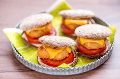 Pienistä ruisnapeista saat suloiset miniburgerit vaikkapa lastenkutsuille tai illanistujaisiin.