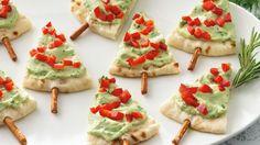 Healthy Christmas snack Pitta bread, guacamole and pimento. Healthy Christmas Treats, Holiday Snacks, Christmas Party Food, Xmas Food, Holiday Appetizers, Christmas Cooking, Appetizer Recipes, Holiday Recipes, Christmas Trees