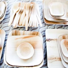 Who wants to do dishes after a party? We found these really cool disposable plates from They're a company from the USA that makes dinnerware from fallen leaves. Don't ever feel guilty again when you toss your plate away; Wedding Plates, Party Plates, Wabi Sabi, Sustainable Wedding, Disposable Plates, Square Plates, Biodegradable Products, Catering, Eco Friendly