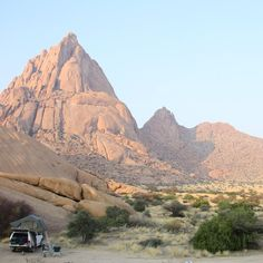 Great campsite in Spitzkoppe, Namibia Places To Travel, Places To See, Places Around The World, Around The Worlds, Namib Desert, Desert Dream, Hiking Photography, Off Road Adventure, Places Of Interest