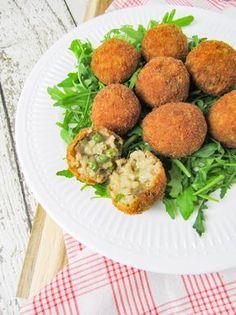Vegan risottoballetjes, lekker als snack! Healthy Vegan Snacks, Vegan Appetizers, Vegan Foods, Easy Healthy Recipes, Veggie Recipes, Whole Food Recipes, Vegetarian Recipes, Vegan Risotto, Going Vegan
